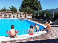 Kupanje-na-bazenu-min