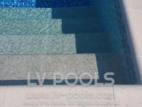 17 Stepenice u bazenu od protikliznog kompozitnog materijala