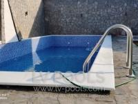Betonski-bazen-sa-staklenim-mozaikom-2-min