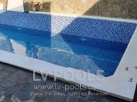 Betonski-bazen-sa-staklenim-mozaikom-3-min