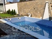 Betonski-bazen-sa-staklenim-mozaikom-4-min