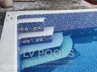 Betonski-bazen-sa-staklenim-mozaikom-5-min