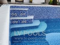 Betonski-bazen-sa-staklenim-mozaikom-6-min
