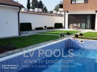 Betonski-bazen-sa-staklenim-mozaikom-8-min